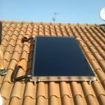 I pannelli solari termici permettono di riscaldare l'acqua sanitaria per l'uso quotidiano senza utilizzare gas o elettricità.